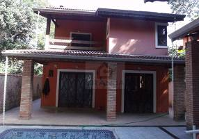 Casa de Condomínio com 3 Quartos à venda, 450m²