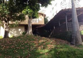 Casa com 5 Quartos para alugar, 220m²