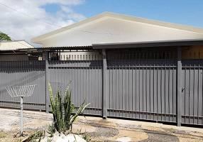 Casa com 3 Quartos para venda ou aluguel, 241m²