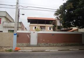 Casa com 2 Quartos para alugar, 448m²