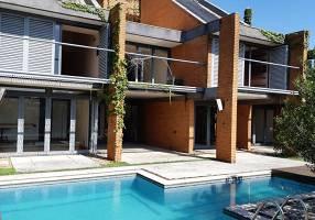 Casa com 3 Quartos à venda, 816m²