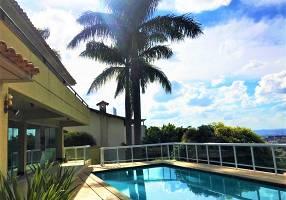 Casa com 5 Quartos à venda, 343m²