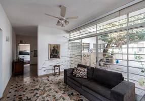 Casa com 5 Quartos para venda ou aluguel, 334m²