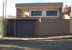 Casa com 3 Quartos para venda ou aluguel, 391m²