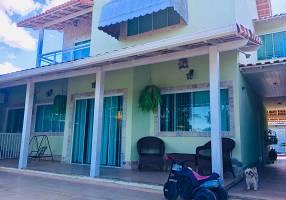 Casa de Condomínio com 5 Quartos à venda, 240m²