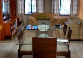 Casa com 3 Quartos à venda, 290m²