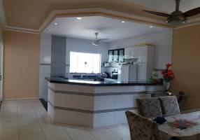 Casa com 2 Quartos à venda, 167m²