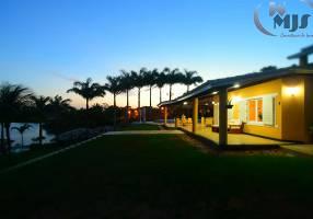 Casa de Condomínio com 6 Quartos para venda ou aluguel, 650m²