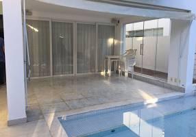Casa com 4 Quartos à venda, 700m²